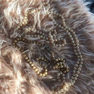 Pearl necklace said